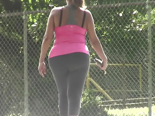 candids – big tits & big, thick booty tight yoga pants