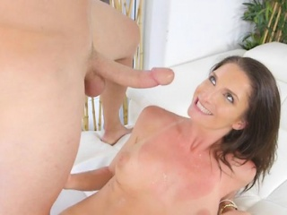 Pretty Cougar Silvia Saige Gets Impaled And Creamed